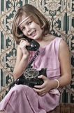 Telefonema retro da menina Fotografia de Stock
