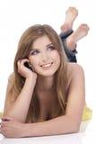 Menina que fala pelo telefone móvel Imagens de Stock