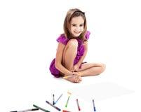 Menina que faz desenhos imagem de stock