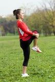 Menina que faz exercícios Imagens de Stock