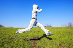 menina que faz exercícios no parque Imagens de Stock Royalty Free