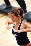 Menina que faz o aerobics Imagem de Stock Royalty Free