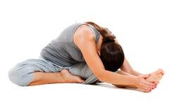 Menina que faz o exercício da flexibilidade fotografia de stock