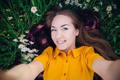 Menina que faz o selfie imagem de stock royalty free