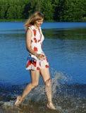 Menina que funciona na água Fotografia de Stock Royalty Free