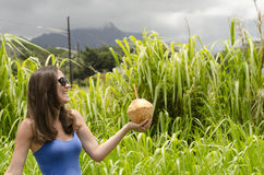 Menina que guarda um coco Foto de Stock Royalty Free