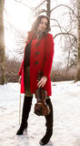 Menina que guarda violine nas mãos Imagem de Stock Royalty Free