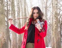 Menina que guarda violine nas mãos Imagens de Stock