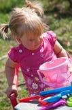 Menina que joga ao ar livre Foto de Stock Royalty Free