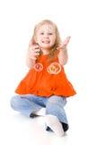 Menina que joga bolhas Foto de Stock Royalty Free