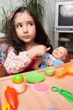Menina que joga com boneca Foto de Stock Royalty Free