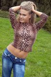 Menina que joga com cabelo Imagem de Stock