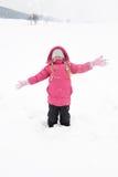 Menina que joga com neve Imagens de Stock