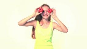 Menina que joga com tomates filme