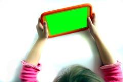 Menina que joga com uma tabuleta digital Imagens de Stock Royalty Free