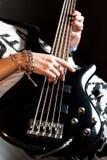 Menina que joga a guitarra-baixo interna fotografia de stock royalty free