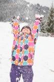 Menina que joga na neve Foto de Stock Royalty Free