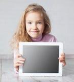Menina que joga o PC fotografia de stock royalty free