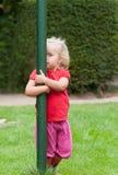 Menina que joga o peekaboo Foto de Stock Royalty Free