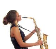 Menina que joga o saxofone Imagem de Stock