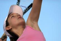 Menina que joga o tênis imagem de stock royalty free