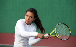Menina que joga o tênis Foto de Stock Royalty Free