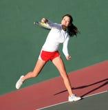 Menina que joga o tênis imagens de stock royalty free
