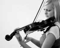 Menina que joga o violino Imagens de Stock Royalty Free