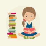 Menina que lê um livro Fotos de Stock