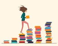 Menina que lê um livro e que anda na escada feita dos livros imagens de stock royalty free