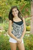 Menina que levanta no parque Fotografia de Stock Royalty Free