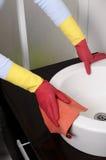 Menina que limpa a casa Imagem de Stock