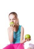 Menina que morde uma maçã Fotografia de Stock