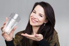 Menina que mostra a água Foto de Stock Royalty Free