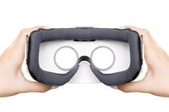 Menina que obtém a experiência usando vidros de VR da realidade virtual Imagem de Stock