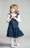 Menina que olha acima Fotografia de Stock Royalty Free