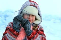 Menina que olha através de um gelo puro Foco na cara imagem de stock royalty free