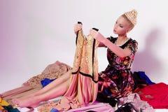 Menina que olha como a boneca de Barbie imagens de stock royalty free