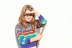 Menina que olha contra o sol Foto de Stock
