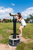 Menina que olha em binóculos Fotografia de Stock Royalty Free