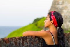 Menina que olha fixamente para fora no por do sol Imagens de Stock