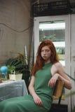 Menina que olha na câmera nas hortaliças Imagens de Stock Royalty Free