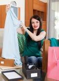 Menina que olha o vestido Imagem de Stock