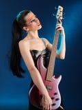 Menina que prende a guitarra elétrica Foto de Stock Royalty Free