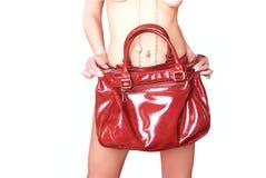 Menina que prende o saco de couro vermelho Imagens de Stock