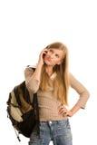 Menina que prepara-se à escola usando o telefone de pilha Foto de Stock
