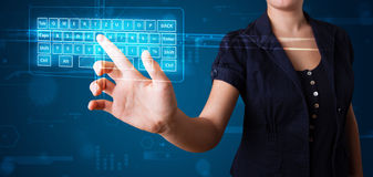 Menina que pressiona o tipo virtual de teclado Fotos de Stock