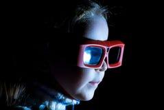 Menina que presta atenção ao filme 3d Imagem de Stock