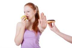 Menina que recusa a cookie Fotografia de Stock