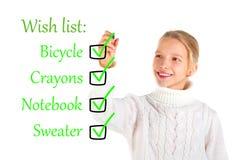 Menina que redige uma lista de objectivos pretendidos Imagens de Stock